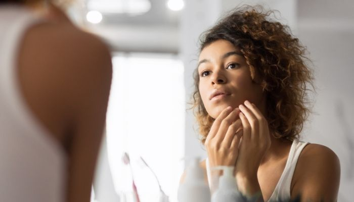 4 Common Types of Clothing That Can Cause Acne